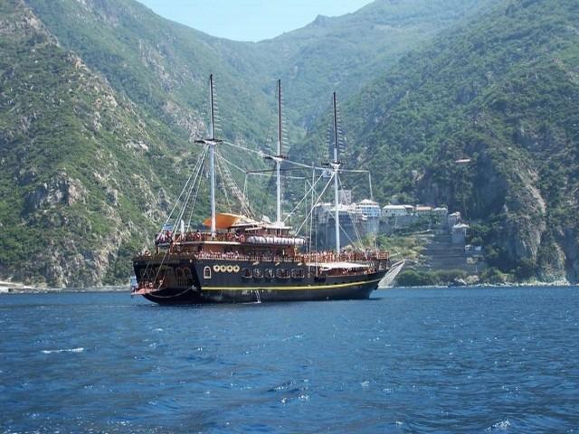 Piratenschiff Athos Menia Maria Ausflug Chalkidiki Griechenland Toroneos Motorboot Pirat Sithonia